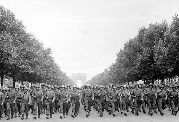 800px-American_troops_march_down_the_Champs_Elysees_crop